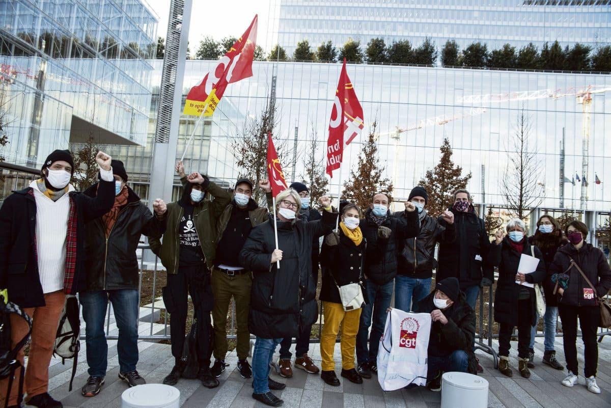 Во время проходившей в субботу 5 декабря в Париже демонстрации против законопроекта «О глобальной безопасности» была арестована 28-летняя Клер. Её заключили под стражу на двое суток, а затем она предстала перед судом.