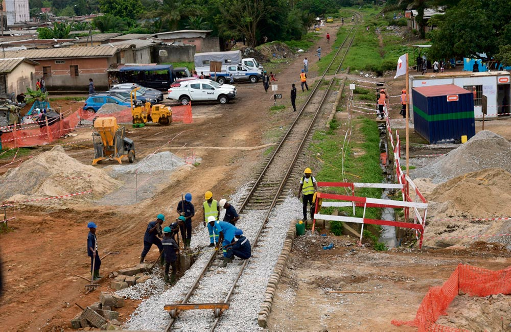 Правительство Эммануэля Макрона в восторге от огромного проекта развития городского транспорта в Абиджане, тендер на разработку и реализацию которого выиграл один из консорциумов ведущих французских компаний.