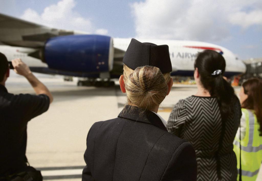 Центр занятости отказывает в получении социального пособия по безработице уволенным сотрудникам авиакомпаний British Airways и United Airlines.