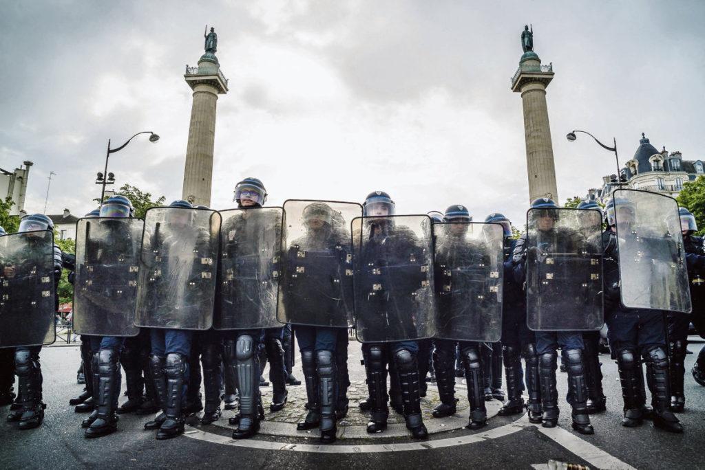 Спустя десять лет после операции по блокированию протестующих в Лионе Конституционный совет Франции вынесет решение о законности этой практики, которая всё чаще используется полицейскими во время демонстраций.