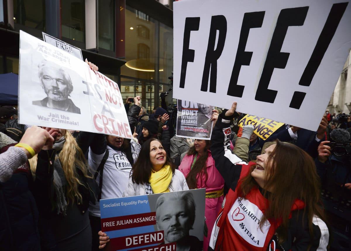 4 января британский суд объявил о своём отказе экстрадировать основателя WikiLeaks в США, где его преследуют за «шпионаж» и собираются сгноить в тюрьмах.