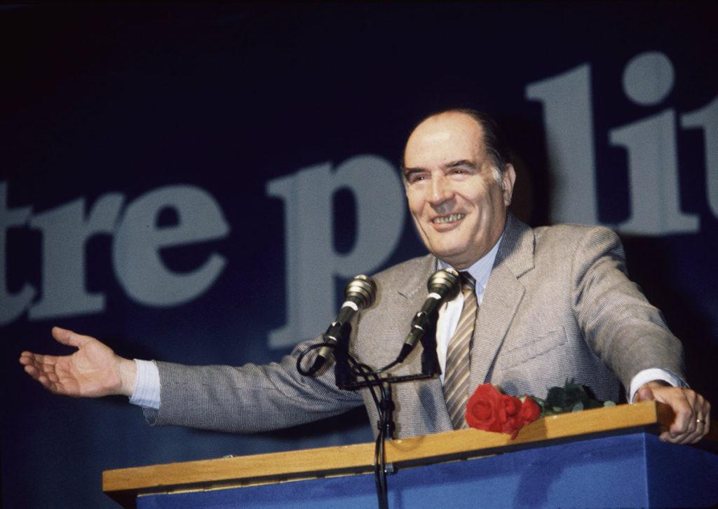 8 января глава государства приехал в Жарнак на торжества, посвящённые двадцатипятилетней годовщине со дня смерти первого социалиста на посту президента V Республики.