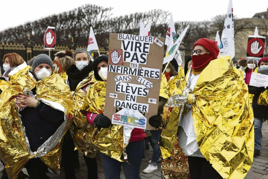 Во вторник, 26 января, самые разные сотрудники французских школ объявили забастовку, выразив недовольство своими условиями труда, низкими зарплатами, а также мерами, принимаемыми для борьбы с пандемией.