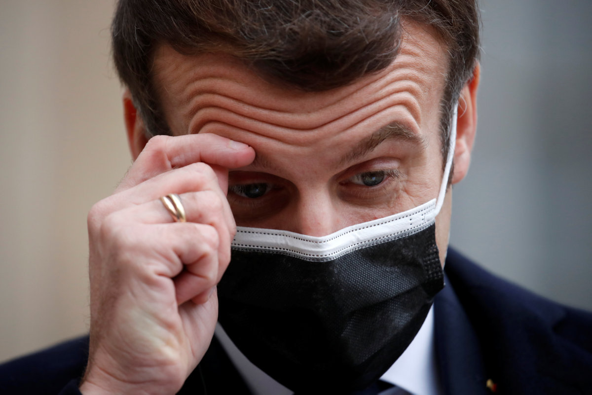 Всё ещё находящийся в изоляции президент Франции Эммануэль Макрон дал интервью популярному журналу l'Express, в котором, несмотря на критику со стороны своих политических противников, вновь подтвердил курс на усиление безопасности и своё желание воплощать собой порядок.