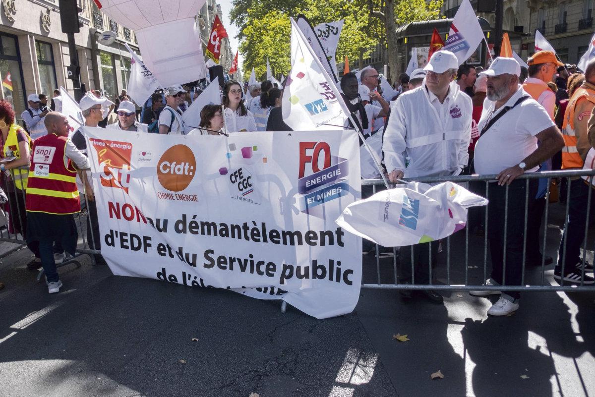 По призыву профсоюзов CFE-CGC, FO, CFDT и ВКТ на январь запланировано три дня протестов и забастовок. ВКТ направляет правительству ультиматум.