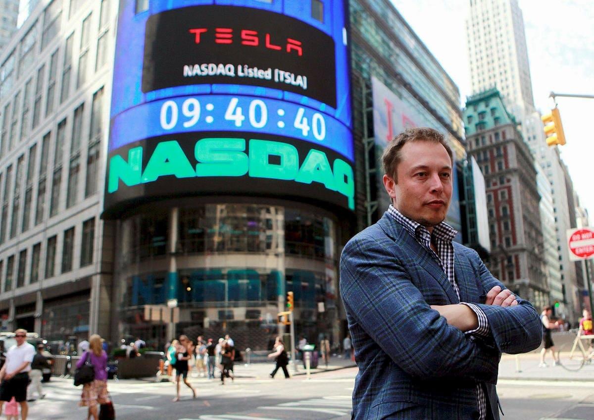 Основатель Tesla, Space X и ещё нескольких крупных компаний обошёл владельца Amazon Джеффа Безоса, став самым богатым человеком мира по версии агентства Bloomberg. Его состояние приблизилось к 200 миллиардам долларов. Но за умело поддерживаемым образом эксцентричного предпринимателя скрывается тиран и собственник.