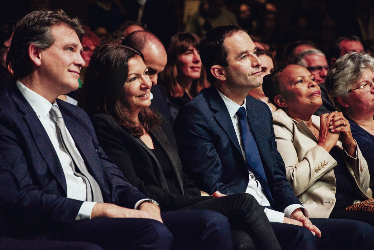 Онлайн-петиции, книги, создание движения... Социалистическая партия (PS) старается не привлекать особого внимания, но всё чаще экспериментируют и запускают пробные шары в преддверии выборов 2022 года.