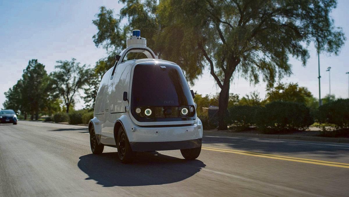 Первые беспилотные автомобили уже стали частью современной жизни и развозят посылки в Калифорнии, используются в качестве такси в Китае или служат общественным транспортом во Франции. Они колесят по дорогам, оставляя традиционное автомобилестроение на обочине прогресса.