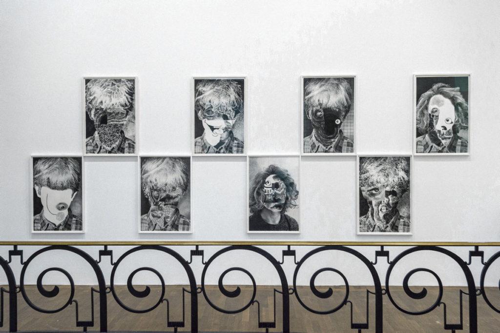Выставка «L'Homme gris», проходящая в Люксембурге, посвящена неклассическим изображениям Сатаны в современном искусстве.