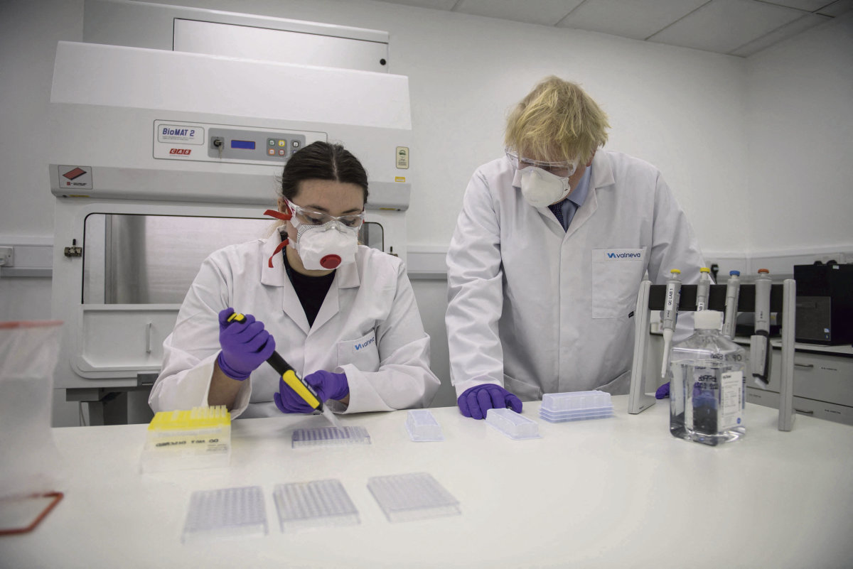 Великобритания получила право приобретения первых доз будущей вакцины, разработанной франко-австрийским стартапом Valneva. Франция является акционером этой фармацевтической лаборатории через государственный инвестиционный банк. Но французы обойдутся.