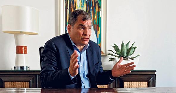 Бывший глава Эквадора (2000-2017 гг.) по-прежнему находится в изгнании и поддерживает своего политического наследника Андреса Арауса в его политической борьбе. Корреа резко отзывается о действующем президенте Эквадора Ленине Морено, связанным с МВФ, называет его «предателем», и надеется на то, что эту страницу удастся перевернуть уже в первом туре президентских выборов 7 февраля. Роза Муссауи : Вы снова говорите о риске переноса выборов. Как это возможно, если до их начала остаются считанные часы?