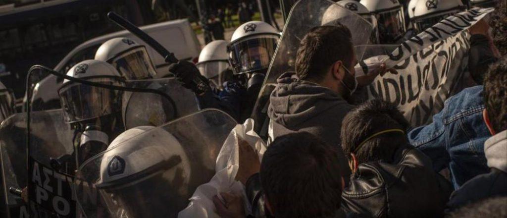 Университетская полиция для усмирения студентов