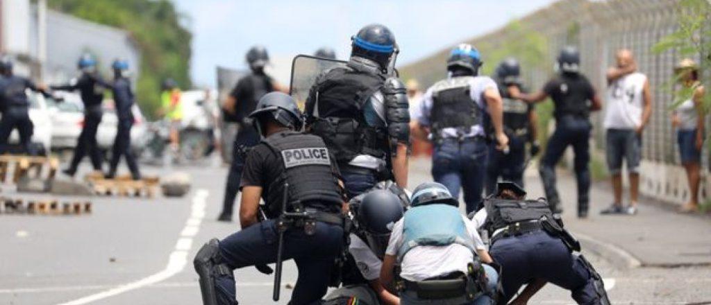 Болсонару – образец для радикальных полицейский Франции