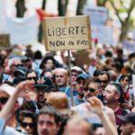 Протестующих против «ковидных паспортов» во Франции всё больше