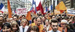 Протесты против санитарных ограничений во Франции