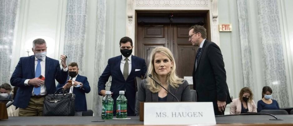 Цукерберга обвиняют в Конгрессе